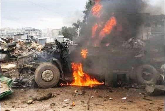 """سيارة مفخخة تخلف قتلى وجرحى في صفوف المدنيين وسط مدينة """"عفرين""""."""