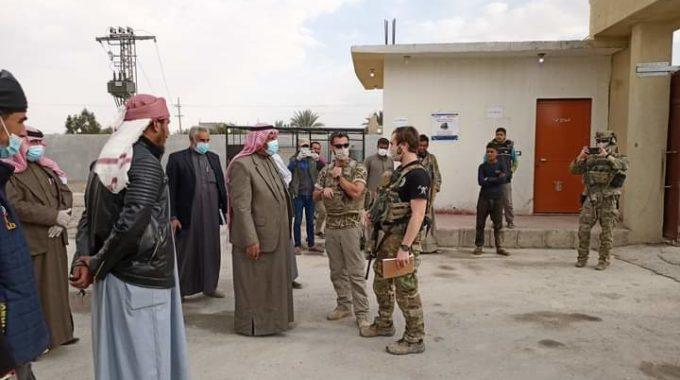 """زيارة وفد من التحالف الدولي لمجلس ديرالزور المدني في بلدة """"أبو حمام""""(صور)."""